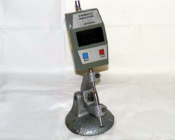 Mitutoyo-Digital-Centre-thickness-gauge